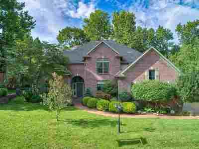 Newburgh Single Family Home For Sale: 6677 River Ridge Drive