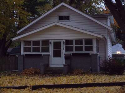 Elkhart Single Family Home For Sale: 715 The Circle Circle