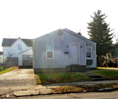 Single Family Home For Sale: 747 W 10th Street