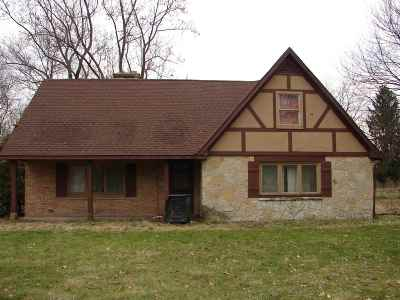 St. Joseph County Single Family Home For Sale: 2520 Lathrop