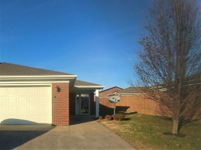Evansville Condo/Townhouse For Sale: 5004 Chase Lane #9-B
