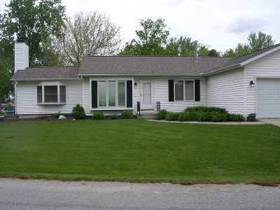 Kosciusko County Single Family Home For Sale: 8006 E Cherokee Rd #PIER 143
