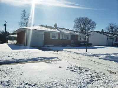 Elkhart Single Family Home Cont-Accptngbackupoffers: 719 Hiawatha Street