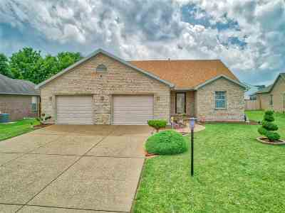 Newburgh Single Family Home For Sale: 2935 Laura Lynn Lane