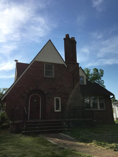 Cromwell Single Family Home For Sale: 241 N Jefferson Street