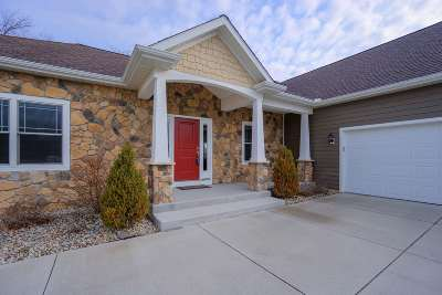 South Bend Single Family Home For Sale: 2605 Running Deer Drive