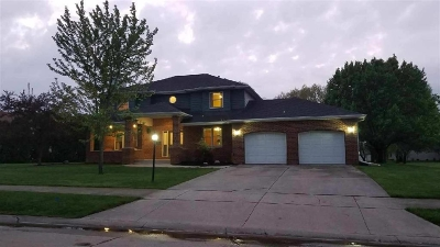 Huntington Single Family Home For Sale: 4 Saint Emily Drive