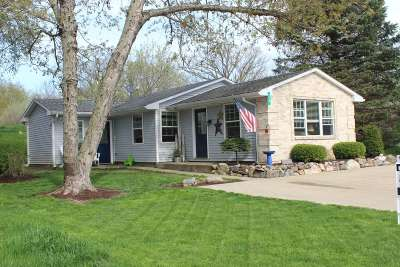 Steuben County Single Family Home For Sale: 320 Lane 101 Hamilton Lake