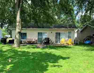 Wolcottville IN Single Family Home For Sale: $212,500