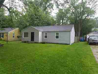 South Bend Single Family Home For Sale: 54047 Maple Lane Avenue