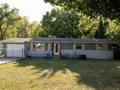 Syracuse Single Family Home For Sale: 11427 Wawasee Drive