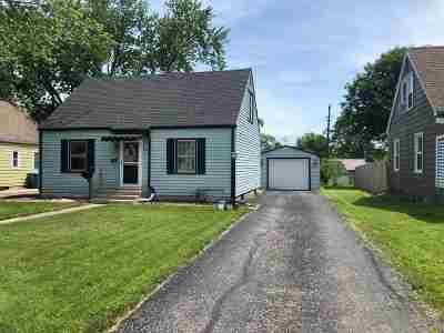 Huntington Single Family Home For Sale: 445 Lynnwood Drive