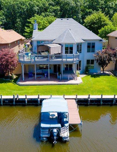 Mishawaka Single Family Home For Sale: 721 Bittersweet Cove Drive