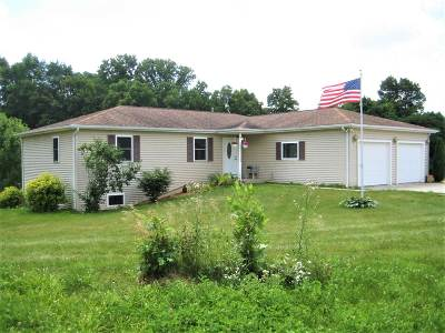 Kendallville Single Family Home For Sale: 2160 Mapes Road