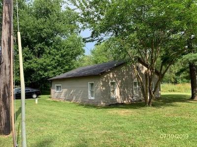 Kosciusko County Single Family Home For Sale: 709 Lakeview Drive