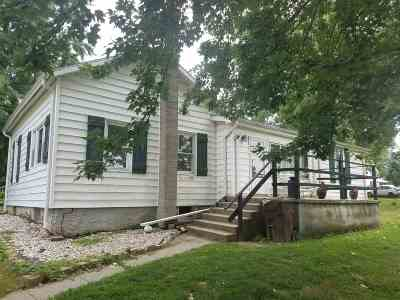 Single Family Home For Sale: 106 N Third Street