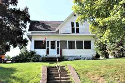 Pierceton Single Family Home For Sale: 205 W Catholic Street