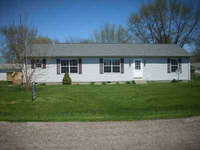 Kosciusko County Single Family Home For Sale: 11110 N Polyanna Pike