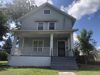 Allen County Single Family Home For Sale: 1722 Maumee Avenue