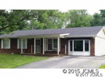 Single Family Home For Sale: 2527 Franks Dr