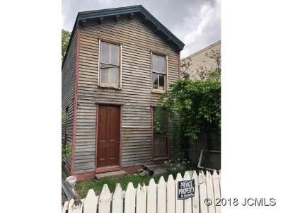 Single Family Home For Sale: 521 Mulberry St