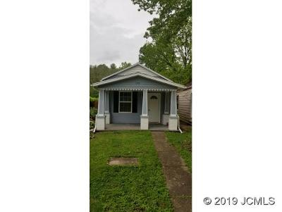 Madison Single Family Home For Sale: 1042 Main St