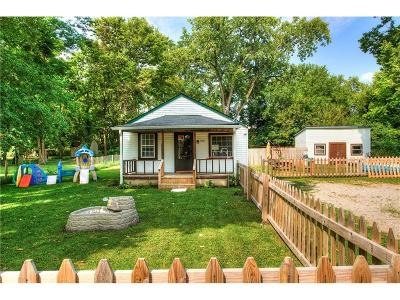 Marion County Single Family Home For Sale: 3302 South Lyons Avenue