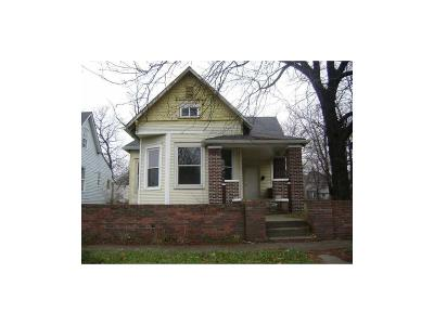 Indianapolis Single Family Home For Sale: 2229 North Carrollton Avenue