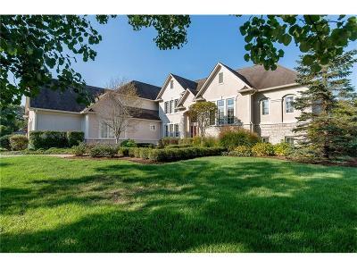 Indianapolis Single Family Home For Sale: 8526 Oakmont Lane
