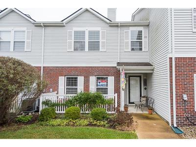 Fishers Condo/Townhouse For Sale: 12205 Bubbling Brook Drive #400