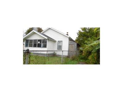 Indianapolis Single Family Home For Sale: 830 North Gladstone Avenue