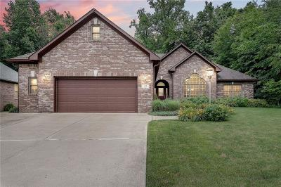 Indianapolis Single Family Home For Sale: 7829 Shady Woods Drive