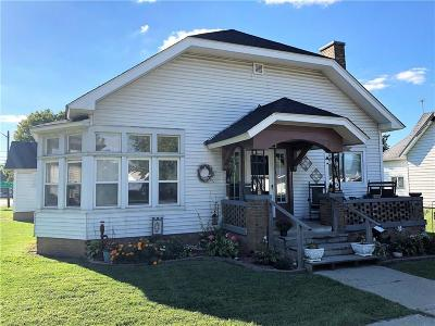 Roachdale Single Family Home For Sale: 2 North Meridian Street
