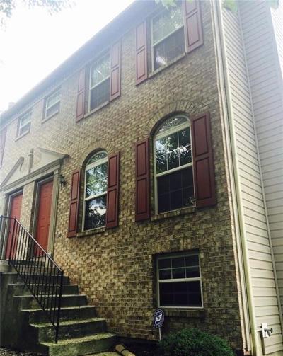 Indianapolis Condo/Townhouse For Sale: 3193 North River Villa Way