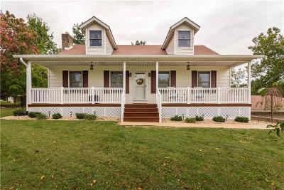 North Vernon Single Family Home For Sale: 2220 West Lakeview Drive