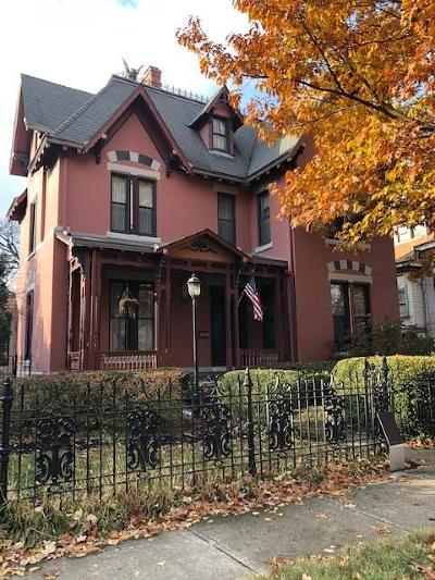 Indianapolis Single Family Home For Auction: 1422 Broadway Street