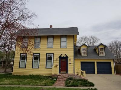 Johnson County Single Family Home For Sale: 400 East Adams Street