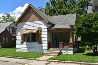 Shelbyville Single Family Home For Sale: 340 West Broadway Street
