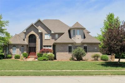 Lebanon Single Family Home For Sale: 320 South Muirfield Circle