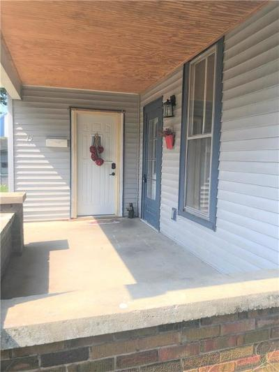 Shelbyville Single Family Home For Sale: 15 Maple Street