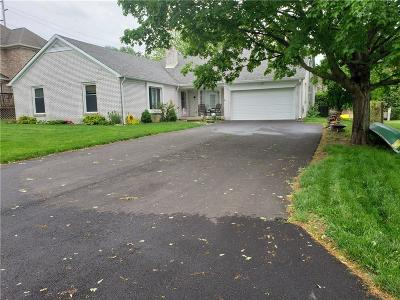 Single Family Home For Sale: 115 Lakeside Court