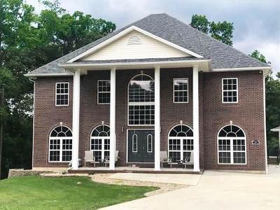 North Vernon Single Family Home For Sale: 295 Persimmon Drive