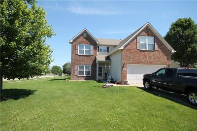 Columbus Single Family Home For Sale: 2300 Lakecrest Drive