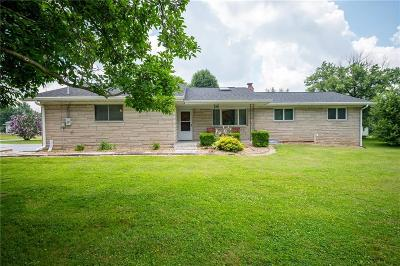 Greencastle Single Family Home For Sale: 402 West County Road 250 S
