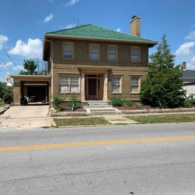 Montgomery County Single Family Home For Sale: 110 East Wabash Avenue