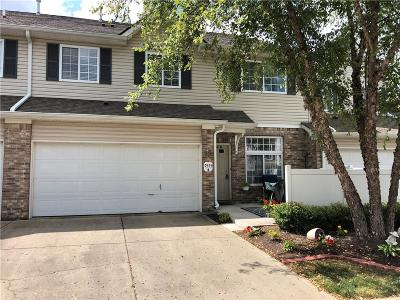 Avon Condo/Townhouse For Sale: 9355 Villa Woods #b Drive