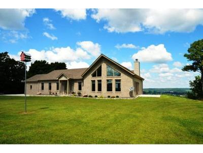 Brookville Single Family Home For Sale: 6111 Lookout Dr