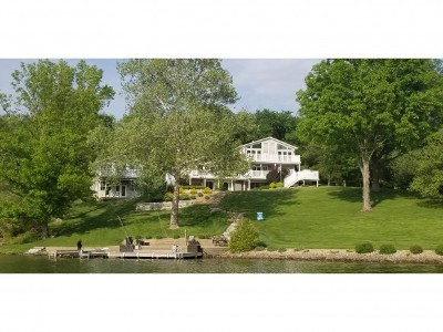 Lawrenceburg Single Family Home For Sale: 20175 Longview Dr