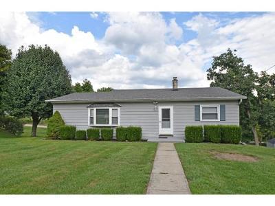 Aurora Single Family Home For Sale: 103 Hillcrest Dr