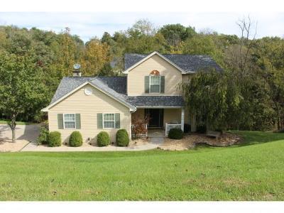 Lawrenceburg Single Family Home For Sale: 20934 Alpine Dr